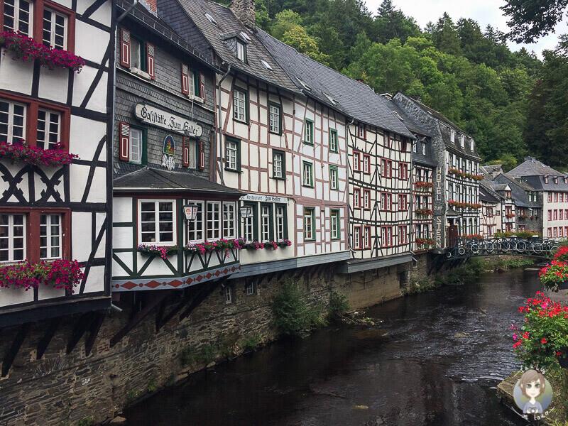 Historische Altstadt von Monschau mit schönen Gebäuden