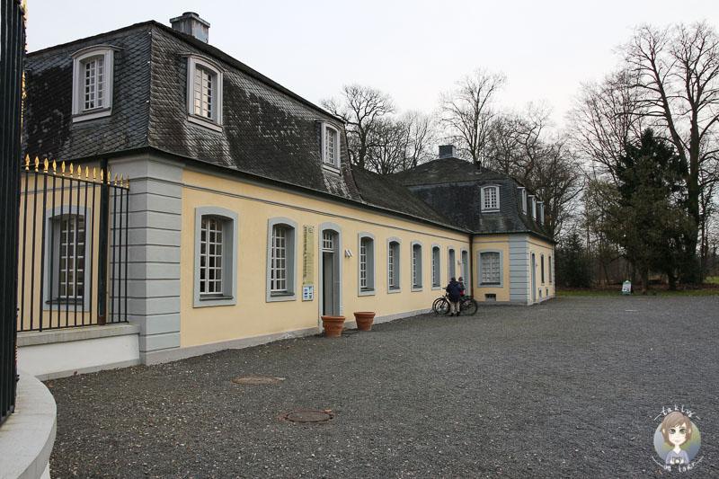 Eingang Schloss Falkenlust in Brühl