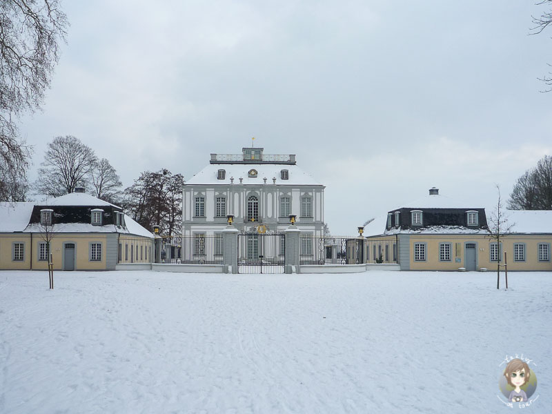 Das Jagdschloss Falkenlust in Brühl im Schnee