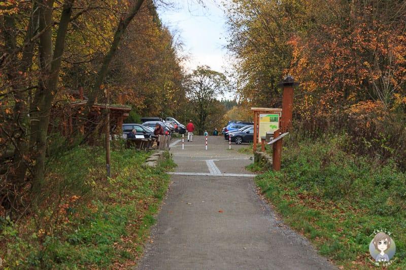 Der Kermeter Parkplatz direkt am Wanderweg in der Eifel