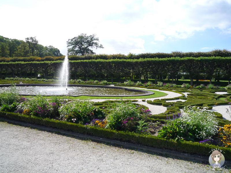 Der Park von Schloss Bruehl im Sommer