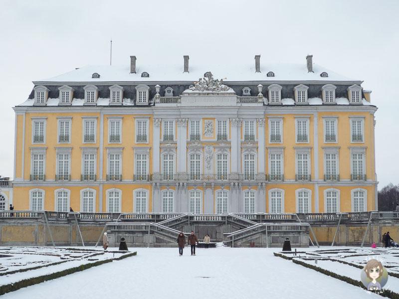 Das Schloss Augustusburg in Brühl im Schnee