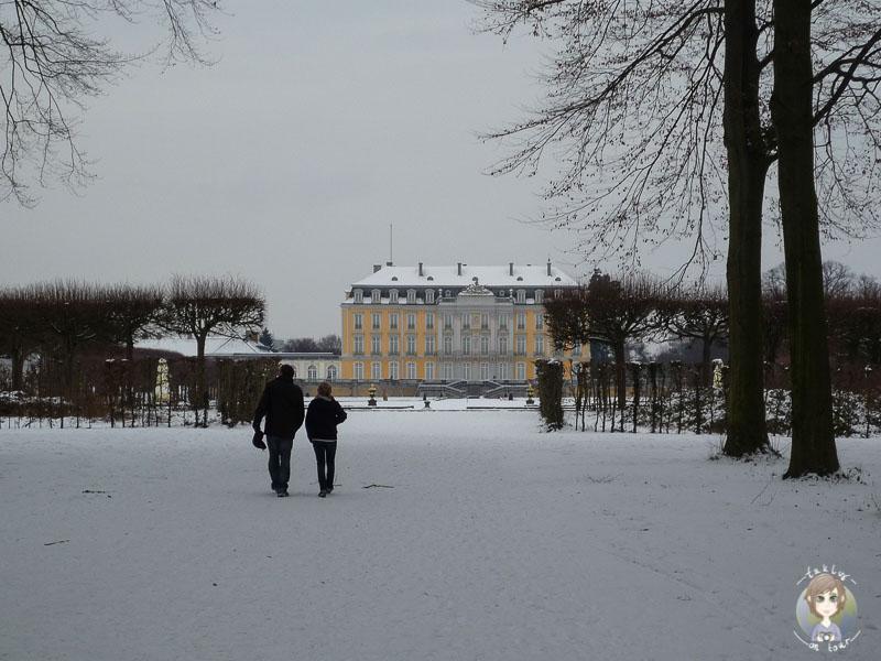 Ein Spaziergang im Schnee am Schloss Brühl