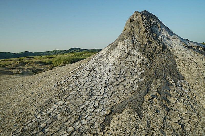 Ein Vulkan Krater in Rumänien auf der Europareise von Comewithus2