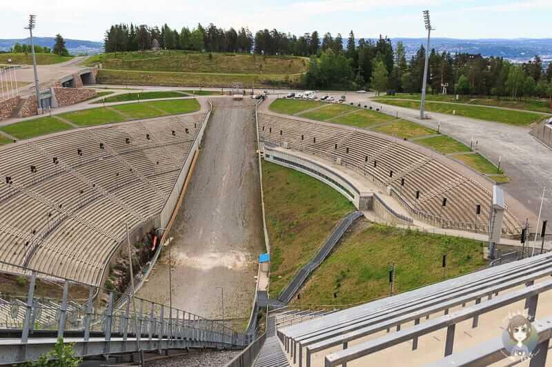 Gigantische Aussicht von der Holmenkollenschanze in Oslo