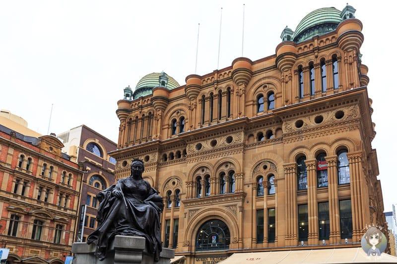 Die Statue von Queen Victoria vor dem Gebäude