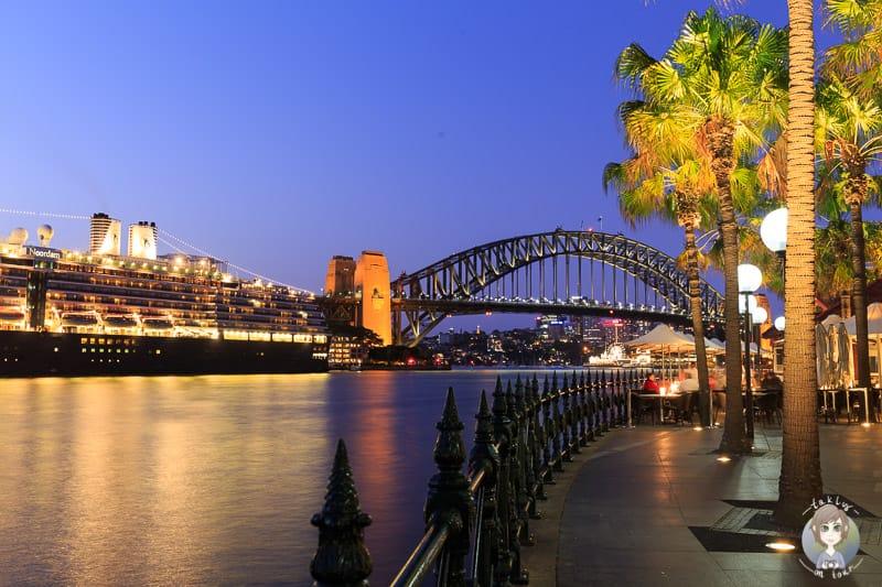 Hafenpromenade in Sydney am Abend