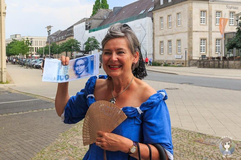 Unsere Stadtführerin alias Clara Schumann auf unserer Stadtführung durch Detmold