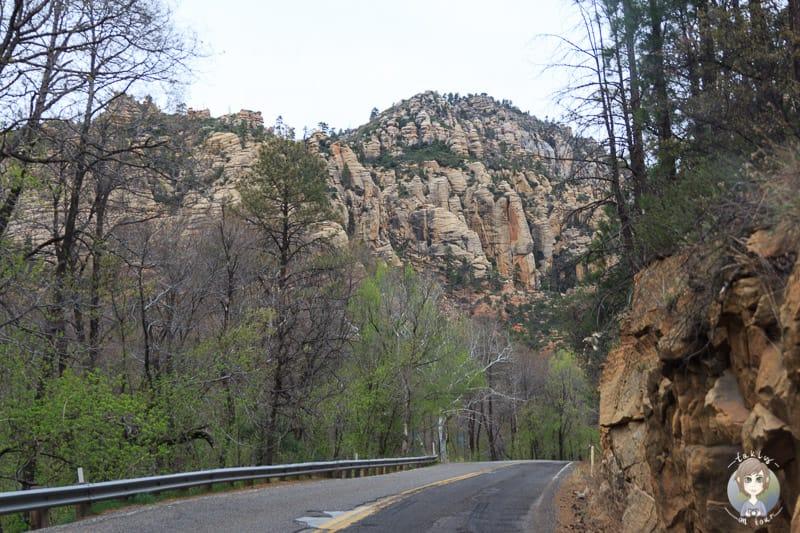 Fahrt durch den Oak Creek Canyon