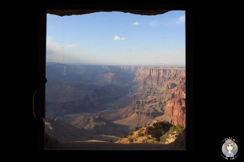 Ausblick aus dem Fenster vom Watchtower auf den Grand Canyon