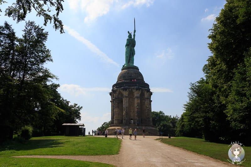 Einer der ersten Blicke auf das Hermannsdenkmal in Detmold