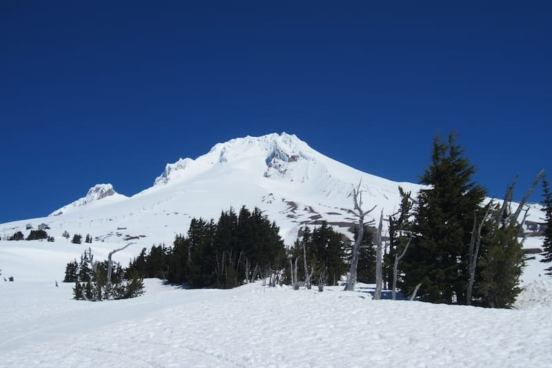 Teil der Kaskadenkette der Mount Hood im Schnee