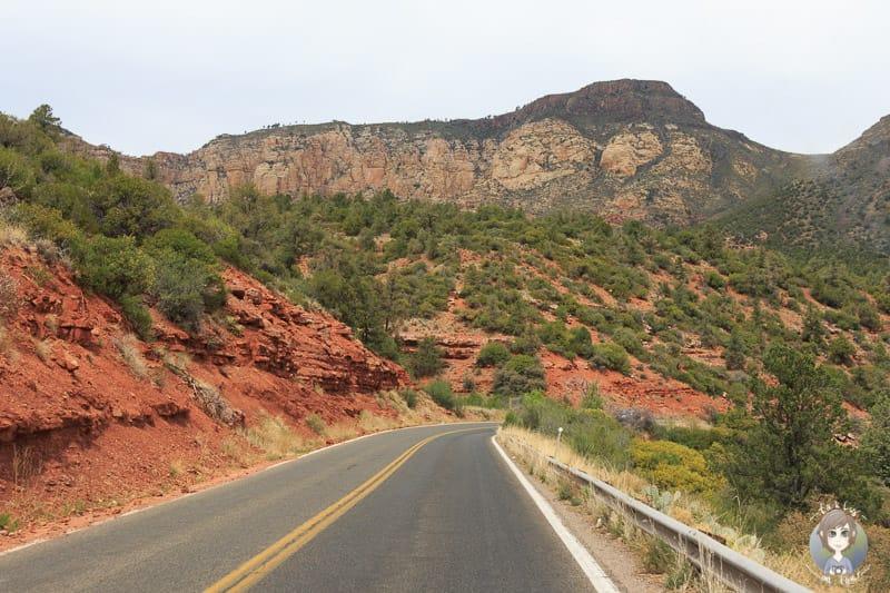 Abwechslungsreiche Fahrt über die Sedona Oak Creek Canyon Scenic Road