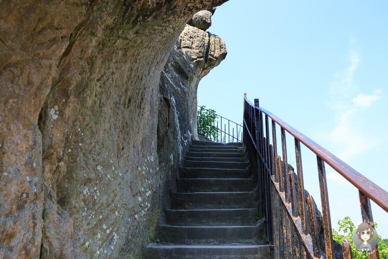 Treppe bei der Besteigung der Externsteine