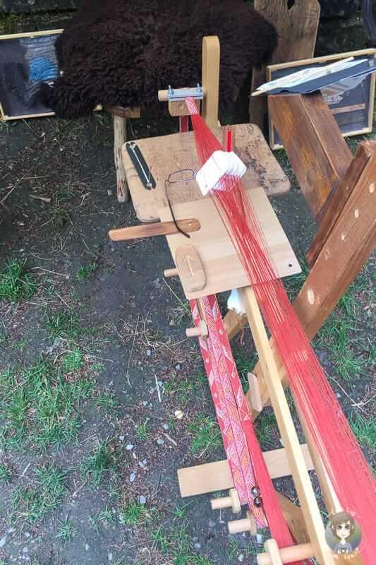 Ein Brettchenwebrahmen wurde im Mittelalter viel genutzt