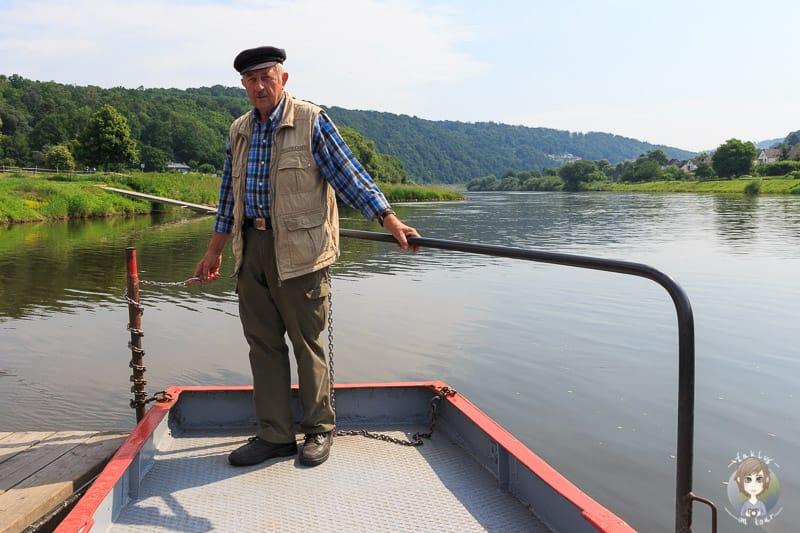 Ein Fährmann der Weserpersonenfähre