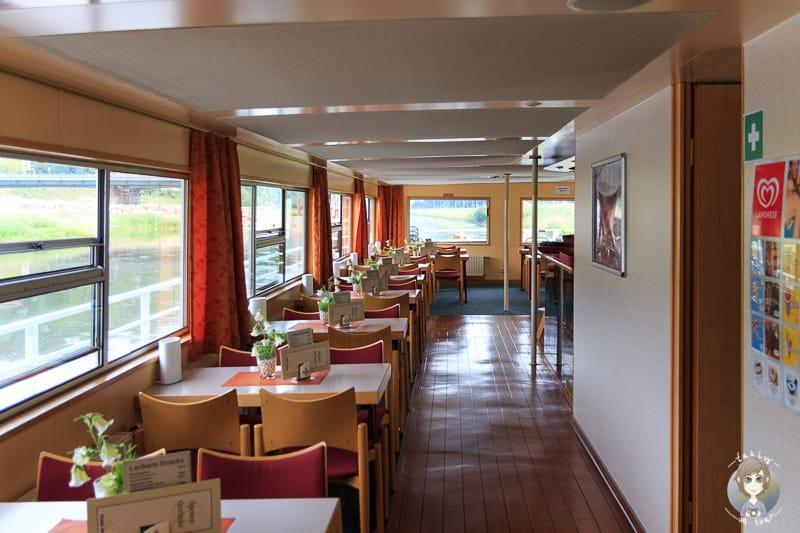 Der Innenbereich vom Fahrgastschiff Hameln