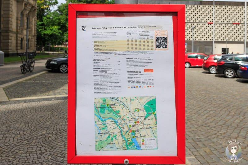 Ein informativer Fahrplan der Stadtrundfahrt Hannover am Neuen Rathaus