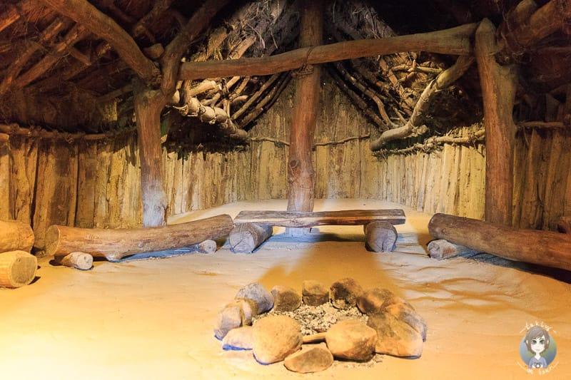 Ein Langhaus aus der Jungsteinzeit von Innen