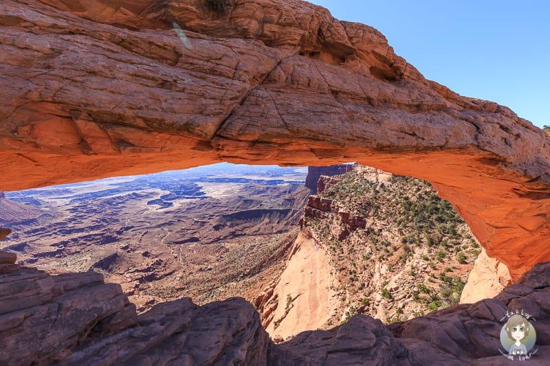 Der Mesa Arch und die beeindruckende Landschaft