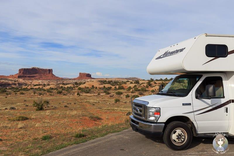 Mit dem Wohnmobil an einem Aussichtspunkt im Canyonlands National Park auf unserer Reise durch den USA Südwesten