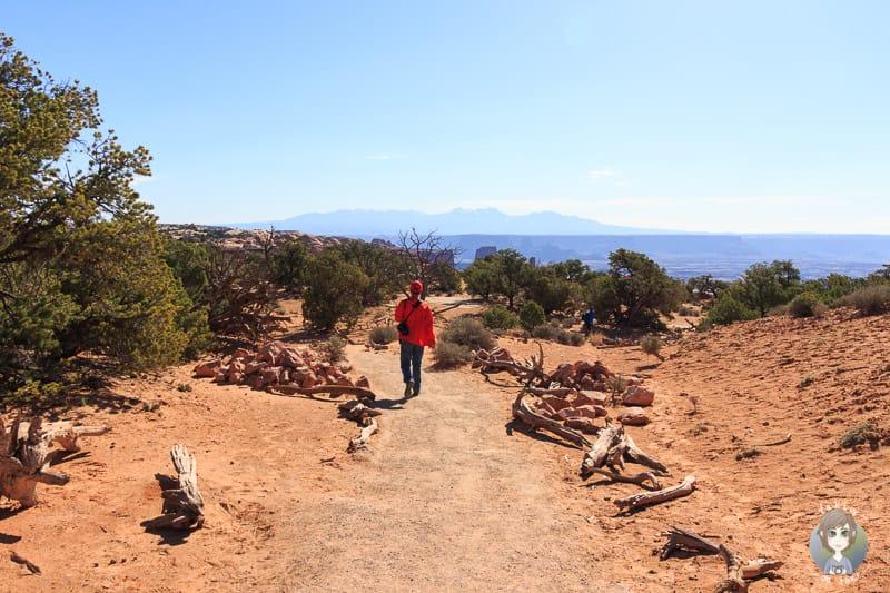 Der erste Abschnitt auf der Wanderung zum Mesa Arch im Canyonlands National Park