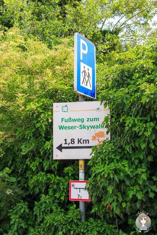 Wegweiser zum Weser - Skywalk in Würgassen