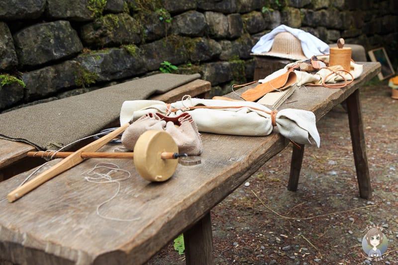 Werkzeuge für Handarbeit im Mittelalter