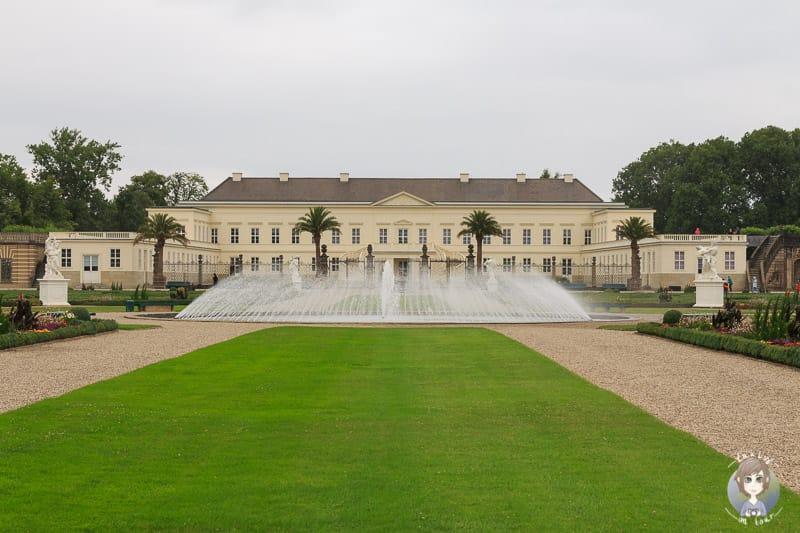 Blick auf das Schloss von den Herrenhäuser Gärten Hannover