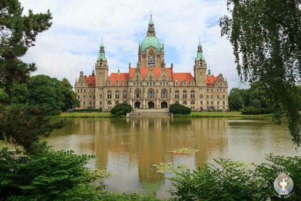 Das neue Rathaus im Panoramabild. Dies ist eines der Top Sehenswürdigkeiten Hannover