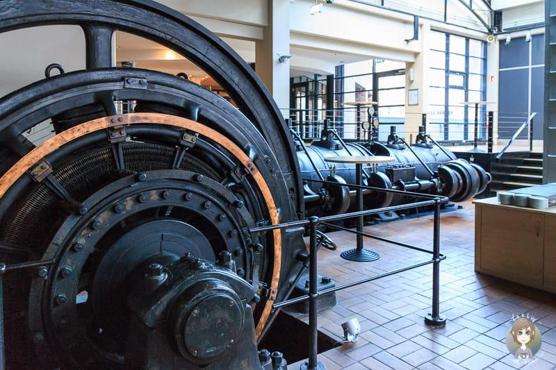 Eine Dampfmaschine vor der Konferenzräumen im Novotel Hannover