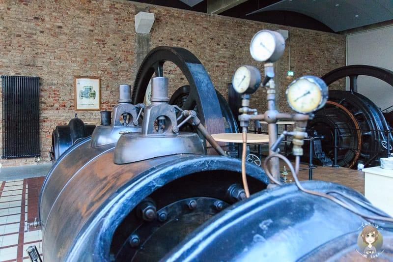 Eine historische Dampfmaschine im Novotel Hannover