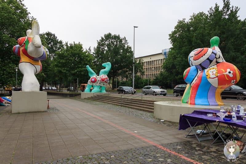 Blick auf die Nanas in Hannover am Leibnizufer