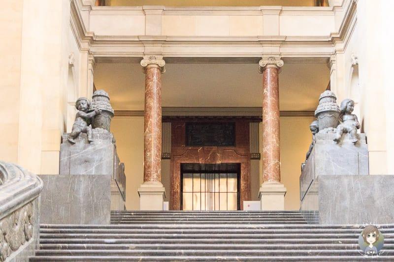 Treppe im Neuen Rathaus