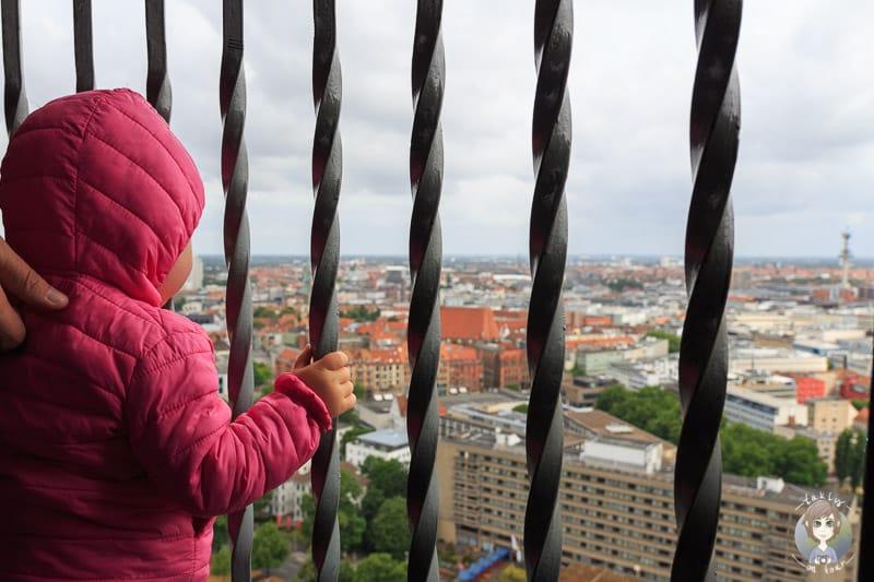 Mit Kind in Hannover auf dem neuen Rathaus