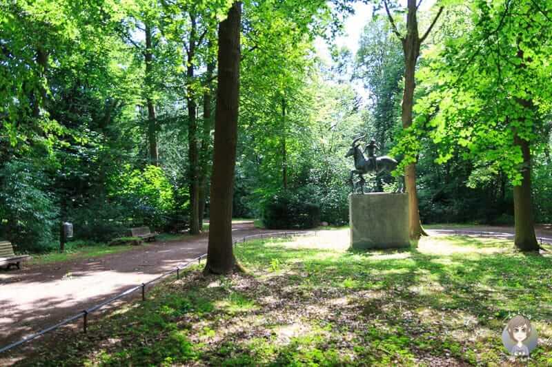 Sehenswerte Figuren und Denkmäler im Stadtwald Hannover