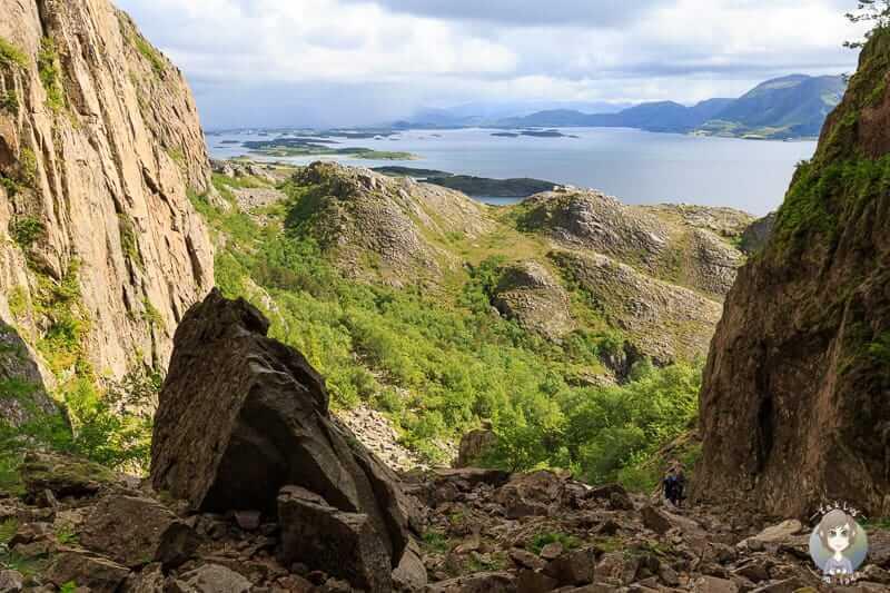 Die traumhafte Aussicht vom Torghatten auf die Schärenlandschaft der Insel Torge in Norwegen