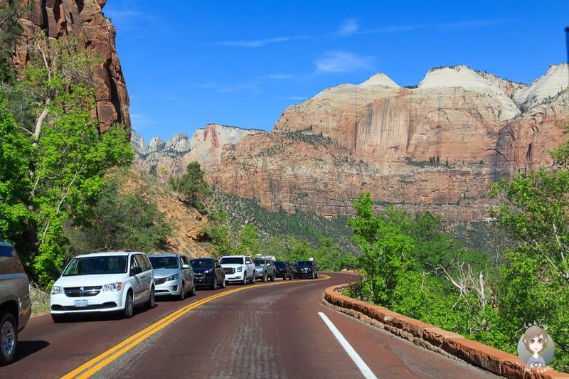 Die Autoschlange vor dem Tunnel im Zion National Park