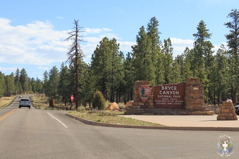 Das Willkommensschild im Eingang vom Bryce Canyon National Park