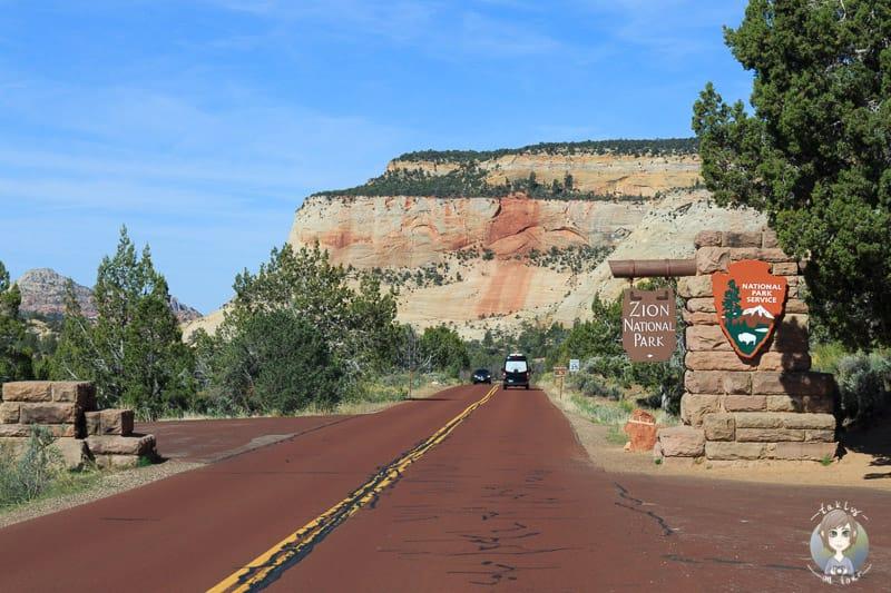 Das Schild am Eingang des Zion Nationalparks in Utah