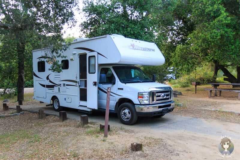 Mit dem Wohnmobil auf einem Forest Campground in den USA