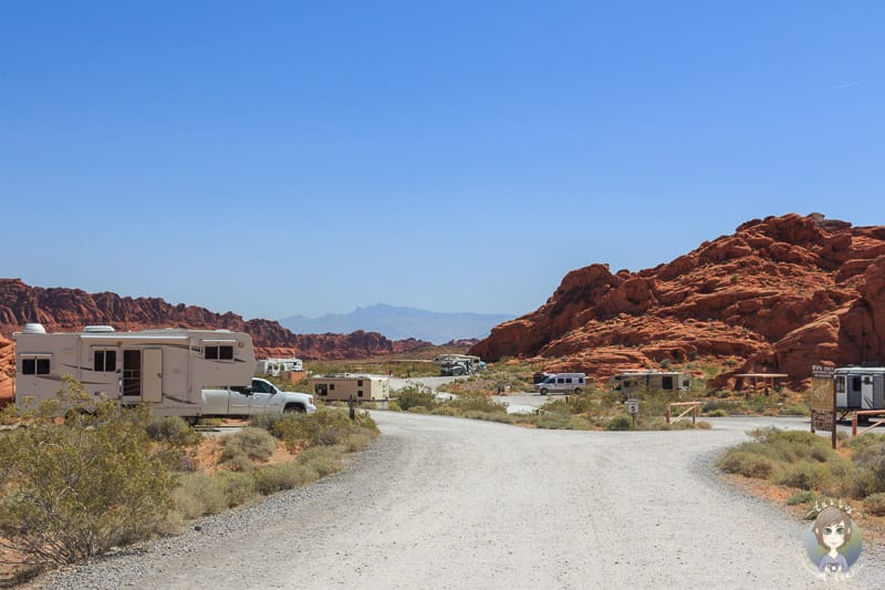 Blick über den Atlatl Rock Campground im Valley of Fire