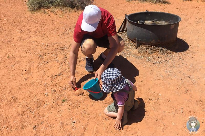 Kinderspielen im Roten Sand