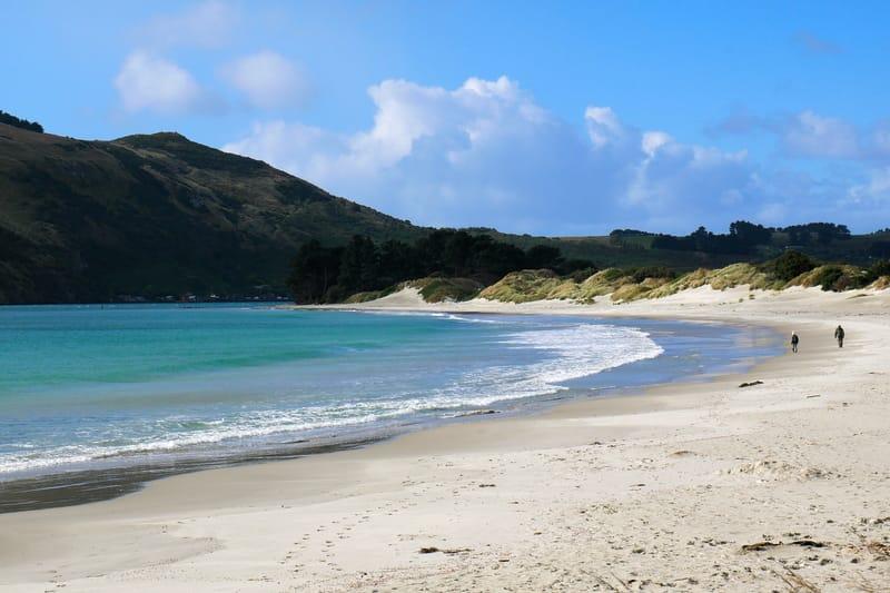 Der Aramoana Spit Beach mit Kind in Neuseeland