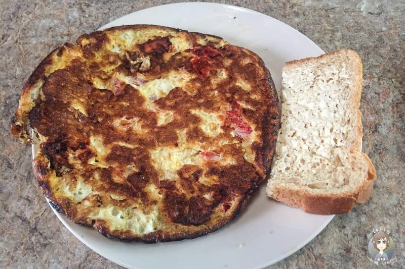 Omelette ist ein einfaches und schnelles Campingessen im Wohnmobil