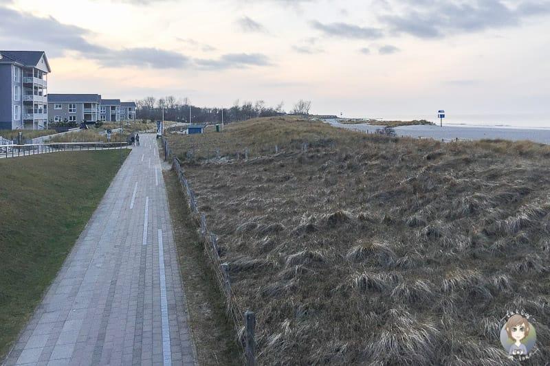 Blick auf die Seebrückenpromenade in Heiligenhafen Steinwarder