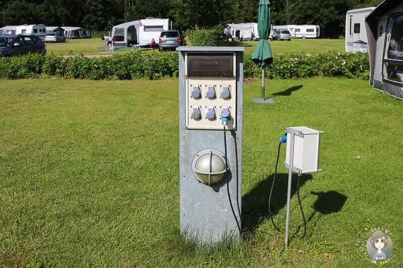 Stromversorgung im Wohnmobil auf dem Campingplatz