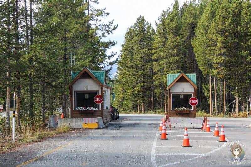 Kontrollen bei der Einfahrt auf den Icefields Parkway Kanada