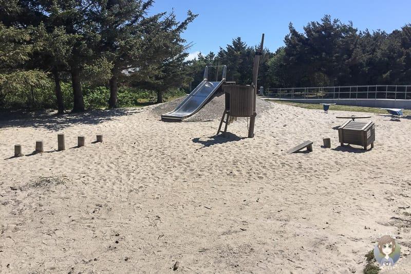 Die Rutsche auf dem Spielplatz am Lyngvig Fyr in Hvide Sande
