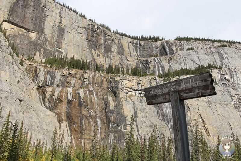 Die Weeping Wall am Icefields Parkway in Kanada